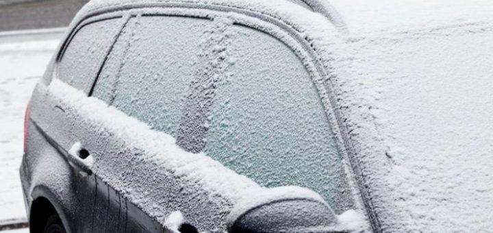 Truk që do t'ju ndihmojë të shkrini veturën e ngrirë për një minutë: Harroni gërryerjen dhe mundimin!