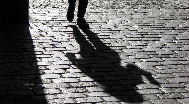 Non solo stalking, non una sola vittima: albanese terrorizza un'intera famiglia