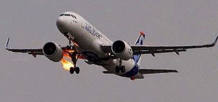 """Avioni me 224 pasagjerë pëson defekt në ajër: """"Do vdesim të gjithë…"""""""