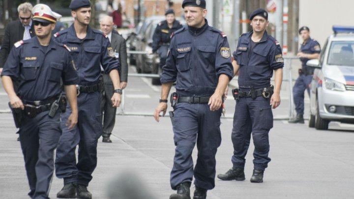 """Theri me thikë kroaten pasi ajo e la, shqiptari u bën """"zbor"""" 20 policëve austriakë"""