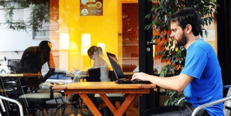6 profesione që ju lejojnë të udhëtoni nëpër botë
