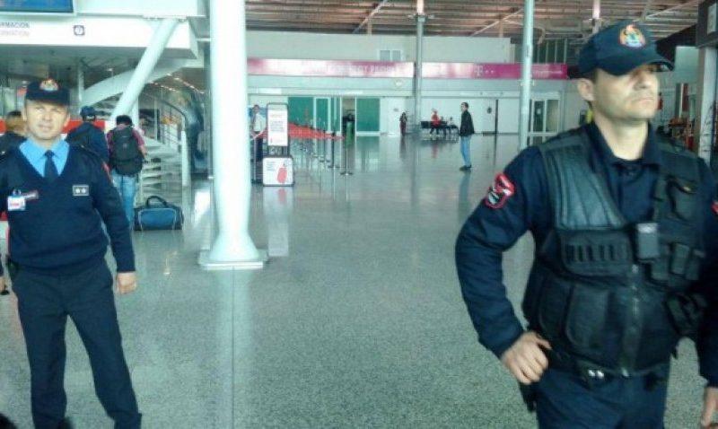 Prindërit nga Elbasani braktisën fëmijët ne Itali, kur kthehen ne Shqiperi i ndodh e papritura