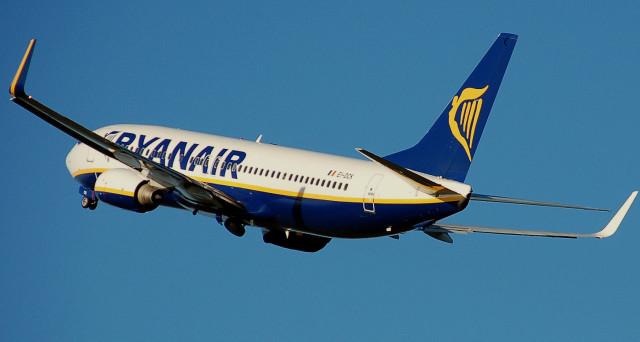 Ryanair, 2 biglietti gratis per i 33 anni: non aprite link su Whatsapp e Facebook è un inganno