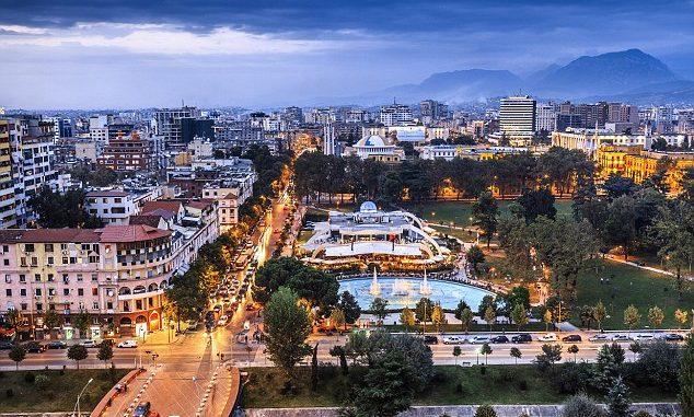 Italianët në Tiranë: Këtu gjetëm Amerikën! (Video)