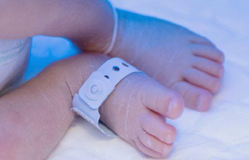 Në kërkim të nënës që t'u lindë fëmijën, çiftet e huaj gati të paguajnë deri në 20 mijë dollarë
