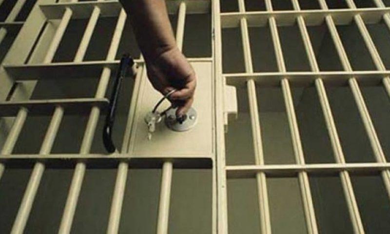 Përsëritet historia në burgun e Francës, të riut shqiptar i thyejnë krahun