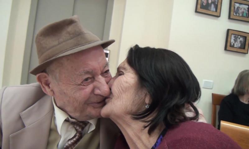 """Të gjesh dashurinë në azil, historia e veçantë e dy të moshuarve. """"Femijët na sollën këtu, kemi vetëm njëri-tjetrin"""""""