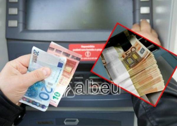 Banka e njofton për pagën, reagimi i pedagogut shqiptar duhet duartrokitur