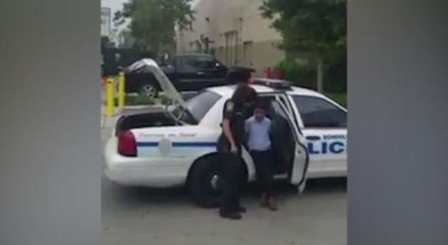 Video që shokoi Amerikën, 7-vjeçari zihet me mësuesen më pas…