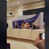 Rita Ora mban konferencë në Prishtinë, gazetari e propozon për martesë, ja pergjigja epike e Rites