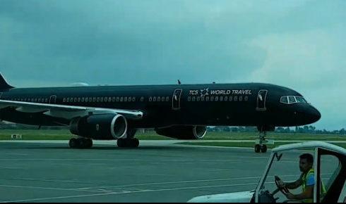 """Super avioni amerikan Boeing 757 ulet në Rinas, ja turistët """"VIP"""" që vizituan Shqipërinë"""