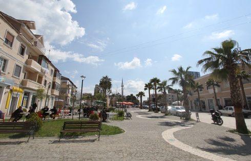 Nuk do ta besoni! Ky është qyteti shqiptar që ka numrin më të madh të turistëve të huaj