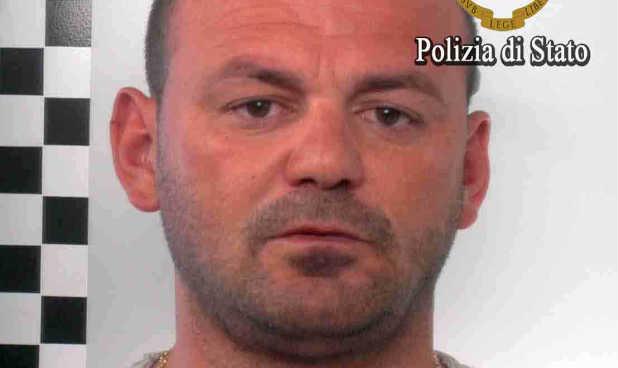 I paguante sa per buke shqiptaret ,dhe i linte te jetonin mes minjve, kush është pronari shqiptar që u arrestua në Itali