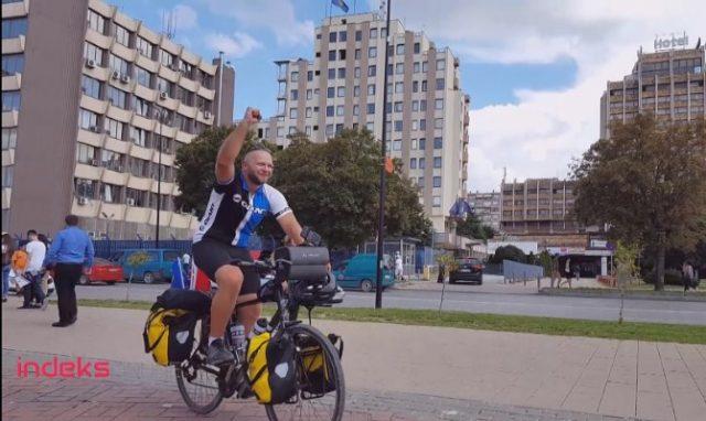 Shqiptari vjen nga Anglia me biçikletë (Video)